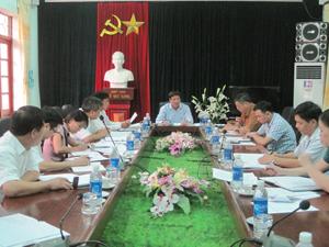 Đồng chí Trần Đăng Ninh, Phó Chủ tịch UBND tỉnh làm việc với lãnh đạo huyện Kim Bôi về kết quả thực hiện công tác cấp GCN QSD đất.
